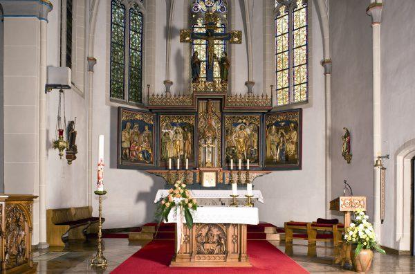 ein-09-Kirche-Chorraum