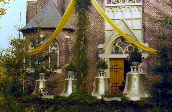 ein-10-1974-Glockenweihe